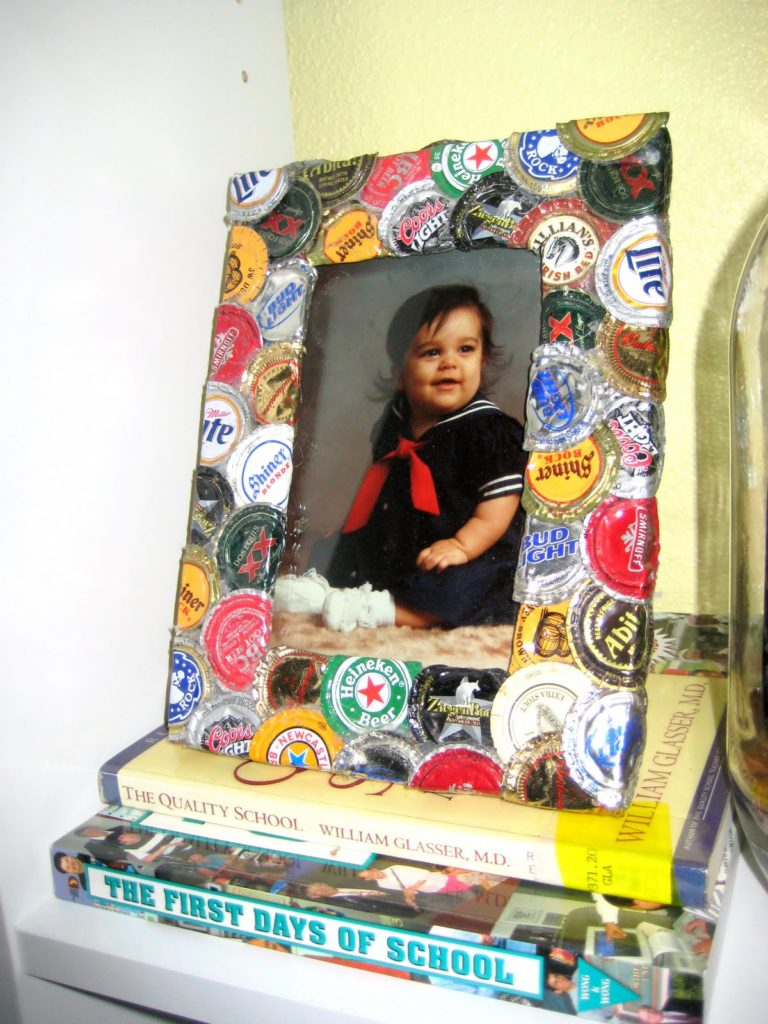 Cool and Grunge DIY Recyled Tutorials-Bottle cap pitcure frame