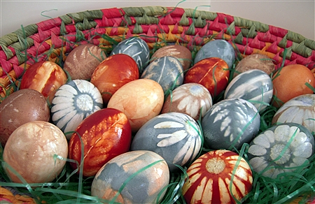 Easter DIY natural dyed eggs