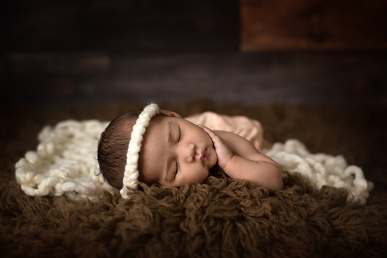 Newborn photography tutorials- newborn lighting