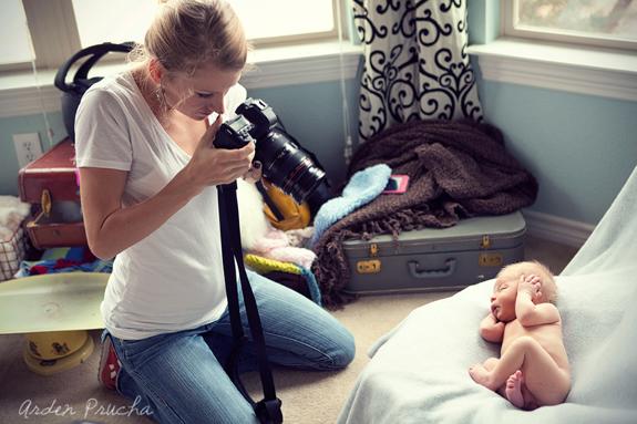 15 Best Newborn Photography Tutorials For Beginners and